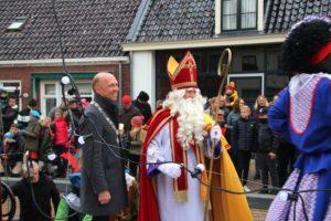 Aankomst Sinterklaas op vernieuwde wallen in Kollum
