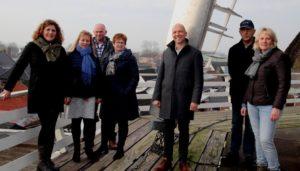 Wethouder Jouke Douwe de Vries op grote hoogte in Burum